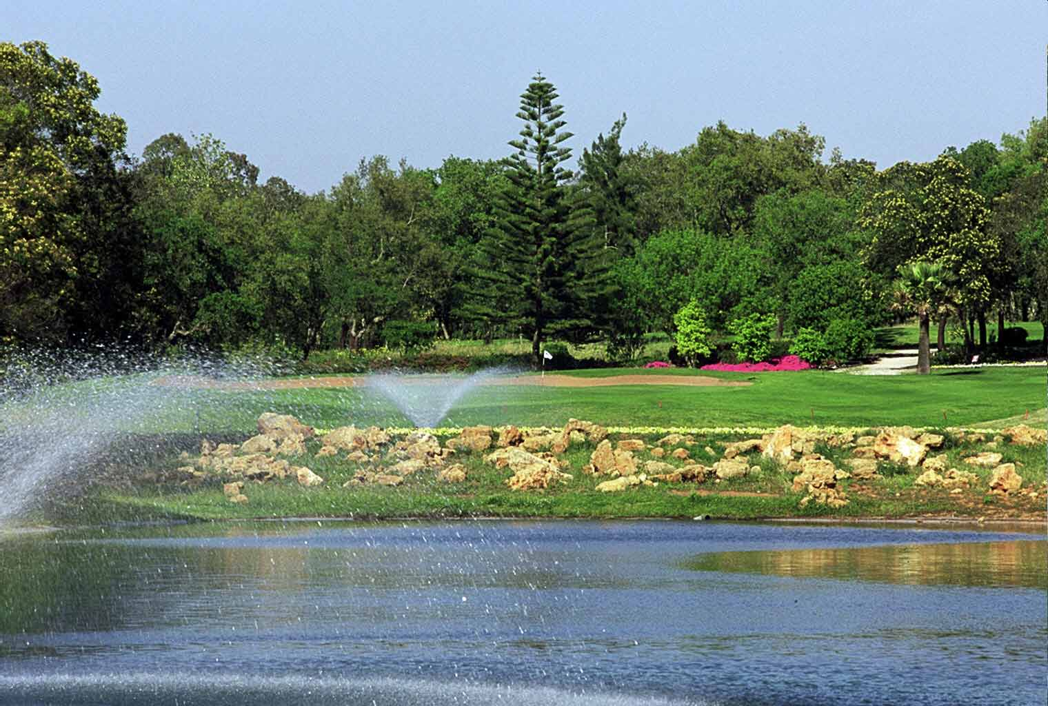 Les fontaines du golf Royal dar es Salam.