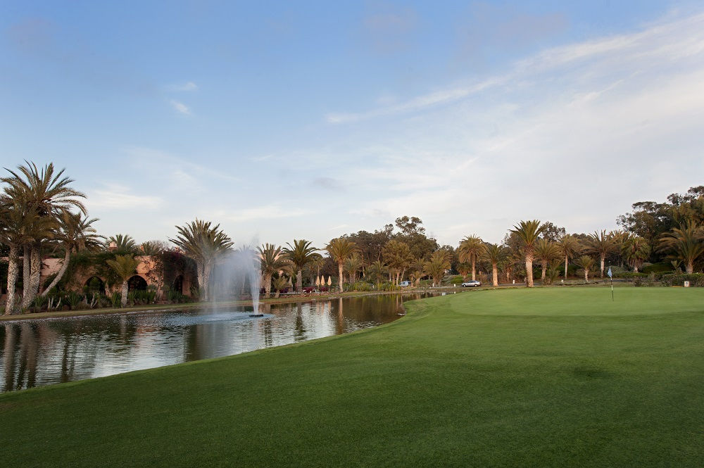 Fontaine et fairway au golf du soleil