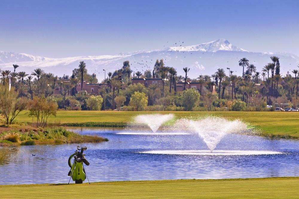 Les fontaines et le sac du golf de Palmeraie.