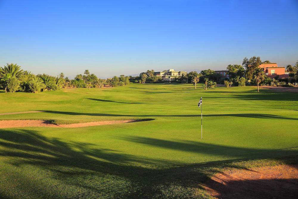 Large green et fairway sur le parcours Palm Golf Palmeraie au Maroc