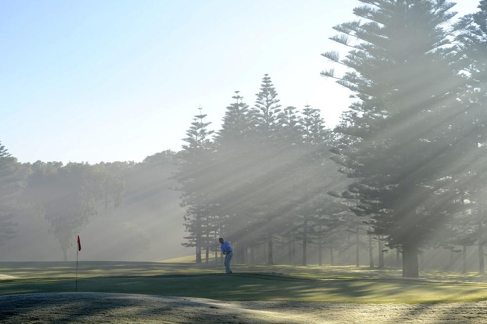 Un joueur sur le golf d'El Jadida Royal.