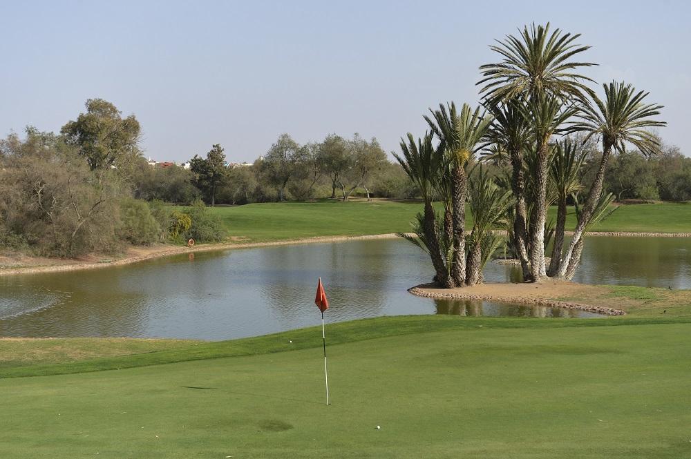 Une belle approche sur le green du golf des dunes.