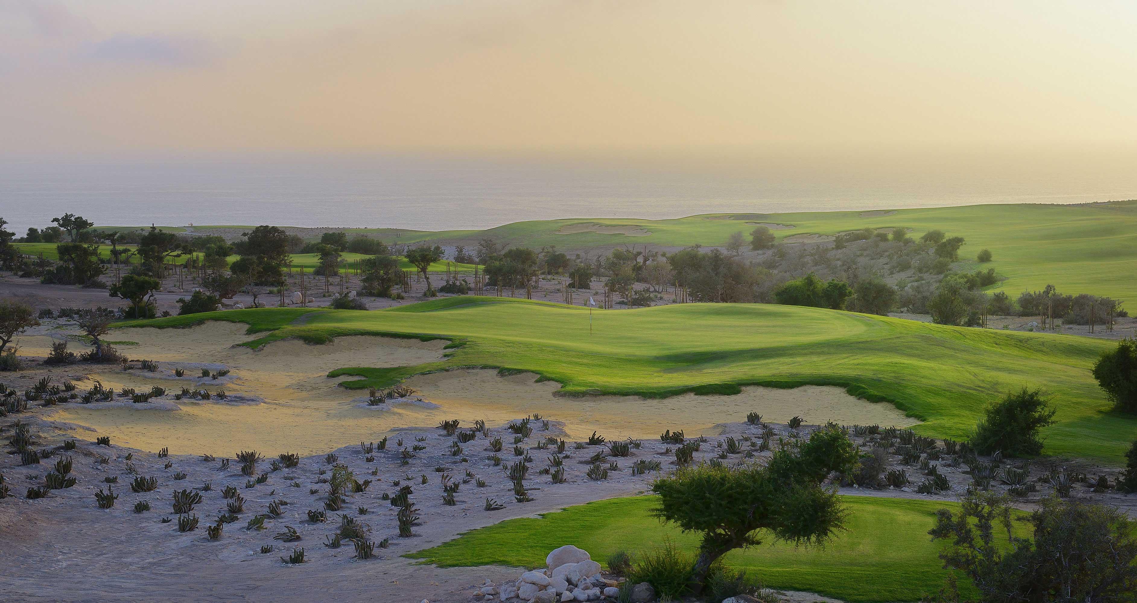Un grand bunker du golf de Tazegzout.