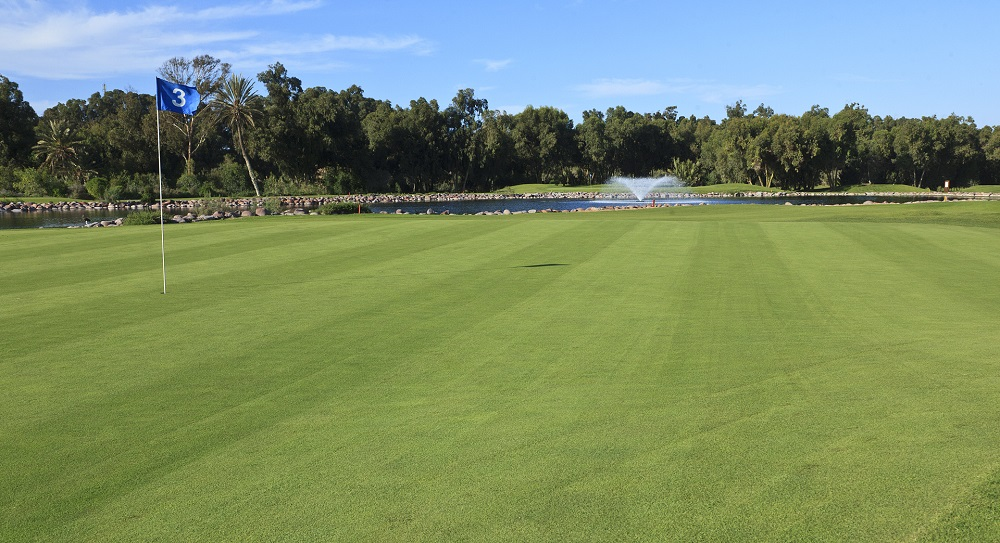 Le trou numéro 3 sur le green du golf du soleil.