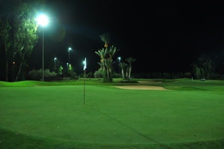 Le green du Golf Royal de Marrakech en pleine nuit.