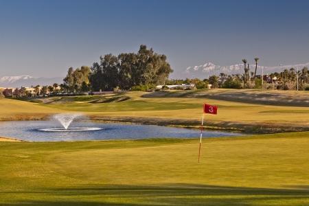 Le green et la fontaine du golf de Palmeraie.