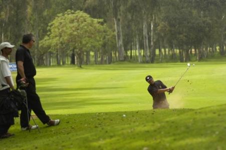 Joueur de golf sur le parcours du Royal Dar es Salem