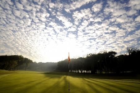 Le ciel et le drapeau sur le golf d'El Jadida Royal.