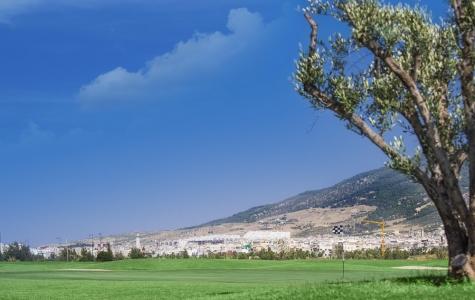 Large green et vue sur la ville sur le parcours de Oued Fès