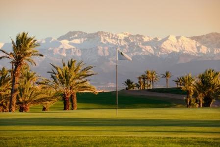 Vue sur les montagnes du golf d'Assoufid au Maroc