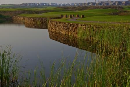 L'obstacle d'eau du golf de Casa Green.