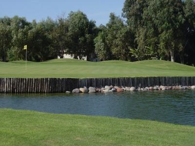 Un étang du Royal Mohammedia.