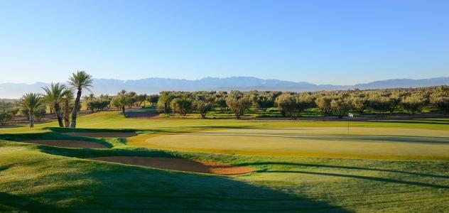 La vue de côté du  golf d'Assoufid.