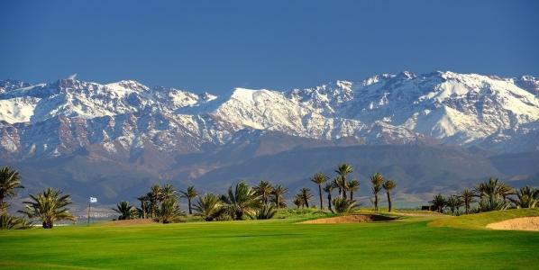 Les montagnes de l'Atlas depuis le  golf d'Assoufid.