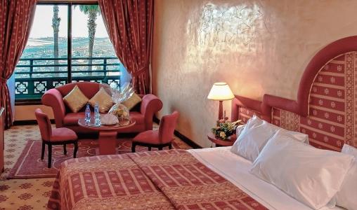 Une chambre de l'hôtel les merinides.