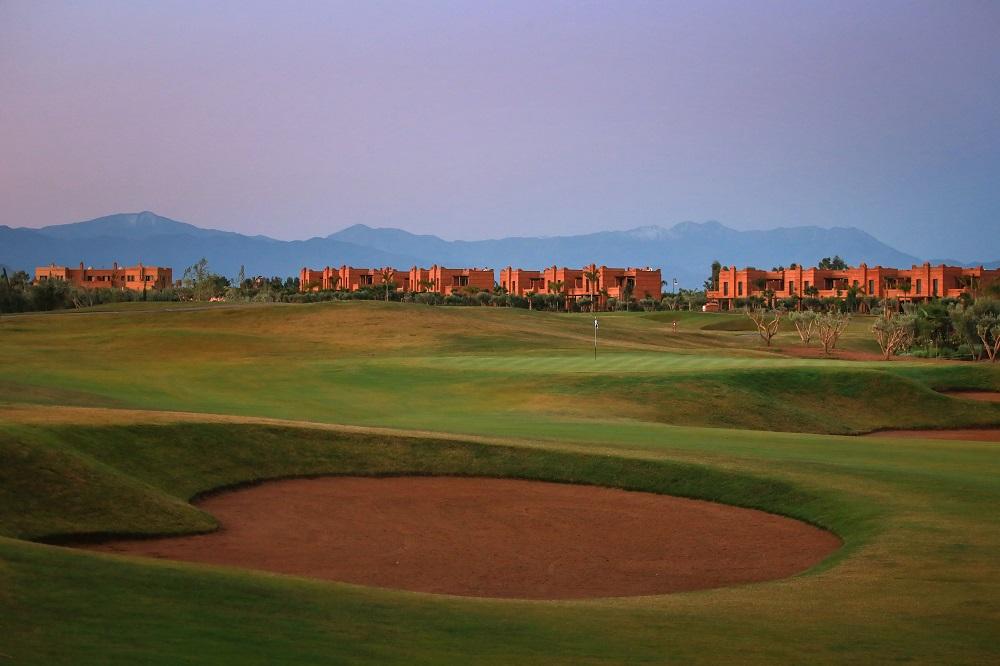 Green, bunkers et vue sur le parcours Palm Golf Ourika Marrakech